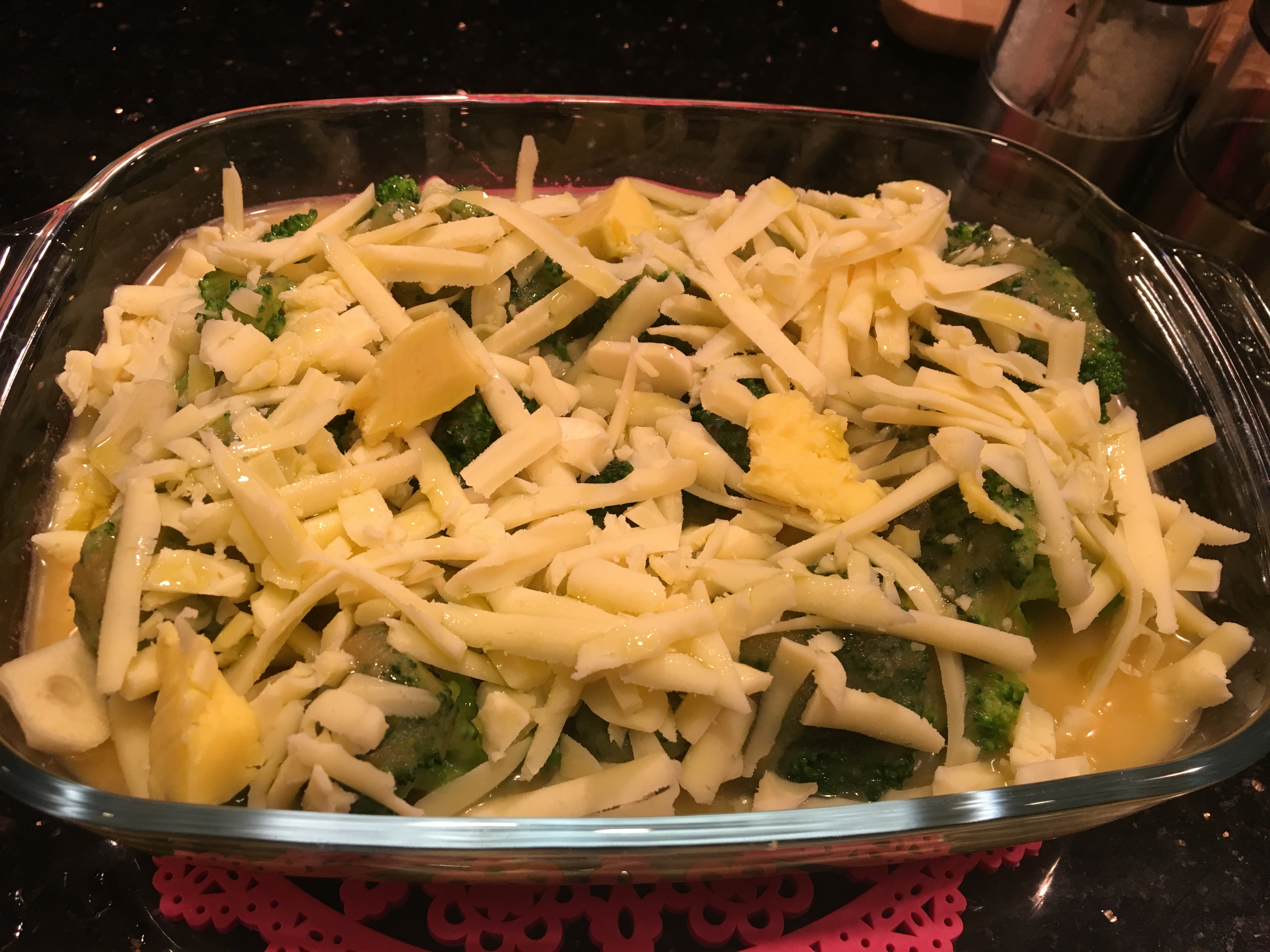 Fırında Tavuklu Kaşarlı Brokoli Tarifi
