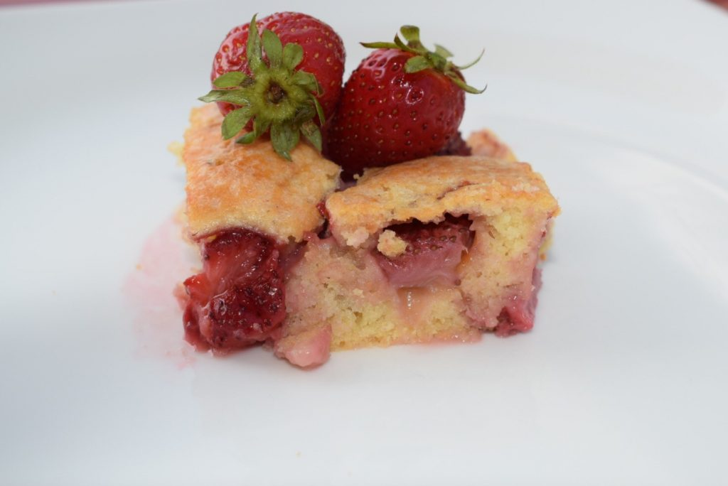 Çilekli Kek Tarifi , Nasıl Yapılır ?